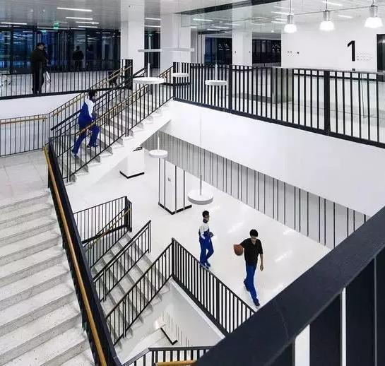 校园楼梯空间,学校设计,学校建设,学习社交场所